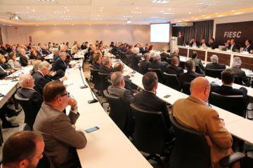 Candidatos ao governo de SC assumem compromissos com o setor produtivo em debate do COFEM